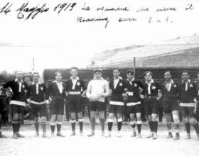 Undici eroi in maglia nera a braccia alzate contro gli inglese…era il Casale di 100 anni fa