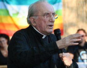 Una serata dedicata a Don Gallo, sacerdote 'angelicamente anarchico'