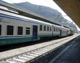Aumento di biglietti e abbonamenti dei treni sovraregionali: i pendolari non ci stanno