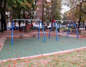 Immagine Tornano le altalene nell?area giochi di piazza Martiri della Libertà a Casale