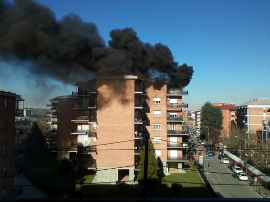 Immagine Incendio al quinto piano di un palazzo a Valenza, nessun ferito