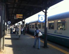 Casale insorge per i nuovi orari treni: Demezzi abbraccia le proteste dei presidi e a Roma si mobilita anche Lavagno
