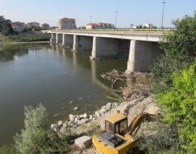 Il Ponte sul Po chiuso da lunedì 17  per togliere alberi e ramaglie dai piloni