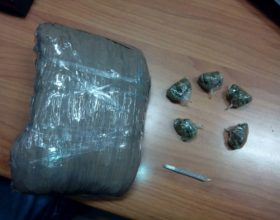 Alessandrino beccato dalla Guardia di Finanza con 900 grammi di marijuana e una pistola d'epoca illegale
