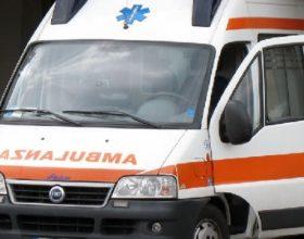 Esce di strada con la moto tra Valenza e Valmadonna: muore 68enne