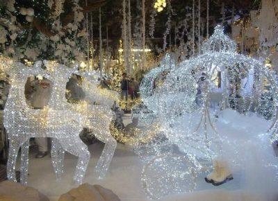 Casa Di Babbo Natale Reggio Emilia.Il Villaggio Di Babbo Natale E Il Presepe Riflesso Di Taneto Per