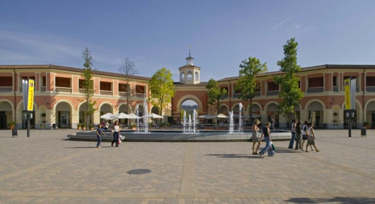 Assunzioni all\'Outlet di Serravalle: preparate il curriculum per l\'8 ...
