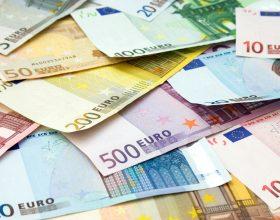 Si introduce nel sistema informatico della banca e porta via 2750 euro alla vittima