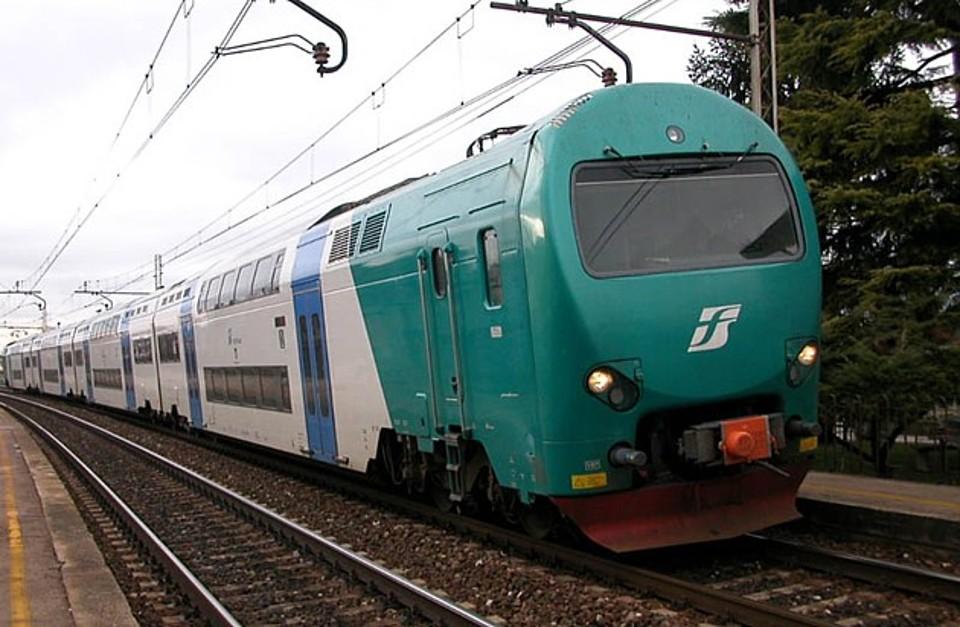 In fiamme locomotore nella stazione di Asti, disagi e ritardi sulla linea
