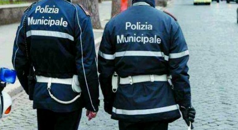 https://radiogold.it/wp-content/uploads/2017/01/polizia-municipalei-770x420.jpg