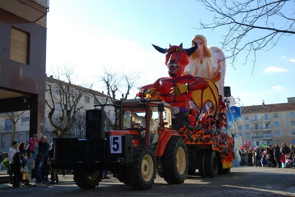 Il Carnevale Colora Valenza Le Foto Delle Sfilata Dei Carri Di Sabato