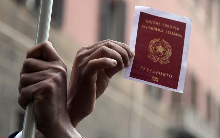 A casale una raccolta firme per superare la 39 bossi fini 39 for Viaggiare con ricevuta permesso di soggiorno 2017