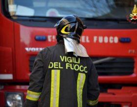 A fuoco tetto di una abitazione a Cantone Grassi