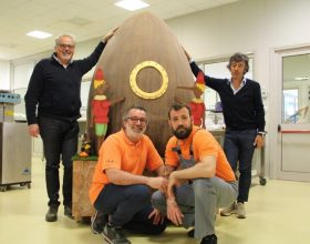 Un Uovo di Pasqua da 180 chili per i bambini di Accumoli