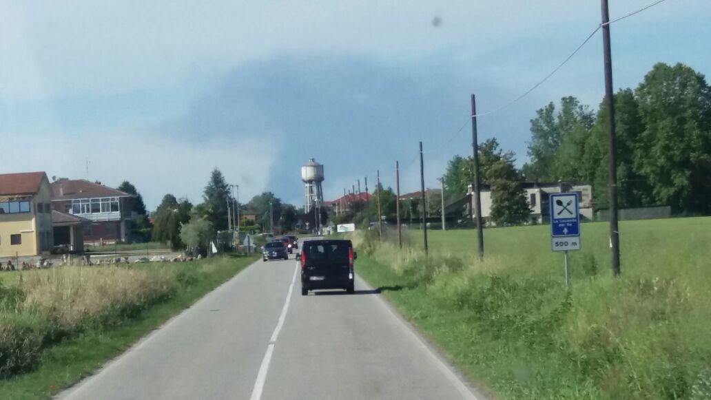 Pavia: incendio in azienda Aboneco di Parona, fiamme sotto controllo