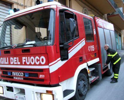 Incendio a Cassano Spinola: fuoco distrugge parte di un tetto