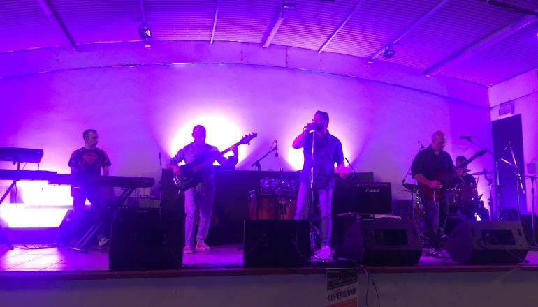 Superband, il video del concertone alla Familiare
