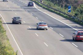 Sorpasso e superamento a destra in autostrada: cosa dice il Codice