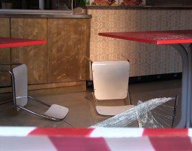 Immagine Vetrina distrutta e danni in un locale in piazza Marconi