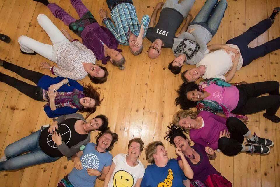 Ad alessandria lo yoga della risata: un sorriso contro lo stress