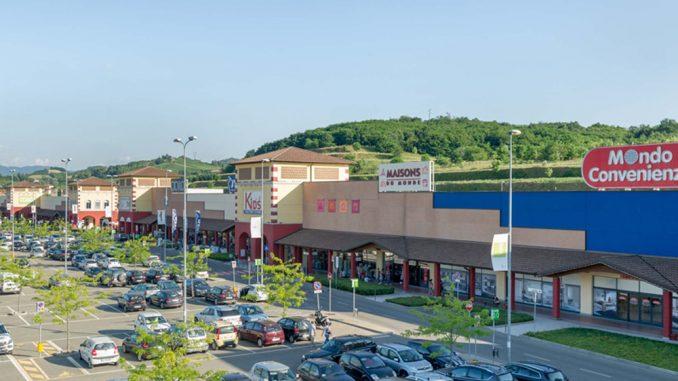 Il Serravalle Retail Primavera Più Dalla Park Ancora Grande Prossima n0vmN8wO