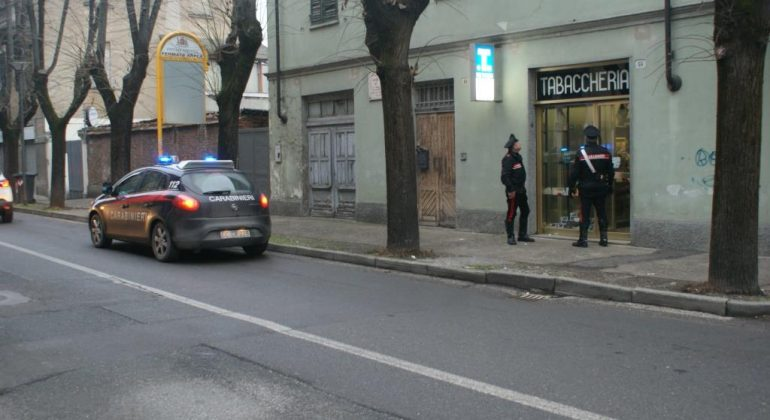 Giovanissimi rapinano una tabaccheria a Tortona