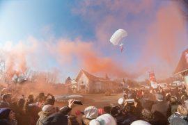 Babbi di Natale paracadutisti alla Reggia di Venaria