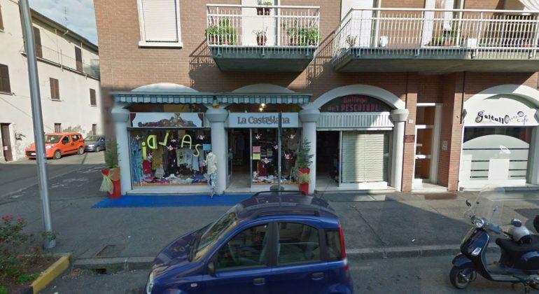 """Deruba negozio al Cristo """"in pieno pomeriggio e davanti ai clienti"""""""
