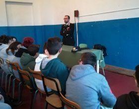 """I Carabinieri incontrano gli studenti: """"Legalità e regole"""""""