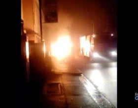 A fuoco un cassonetto in via Bonardi