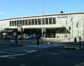 """Il """"tracollo"""" della stazione di Alessandria, dove oggi non si può neanche andare in bagno"""