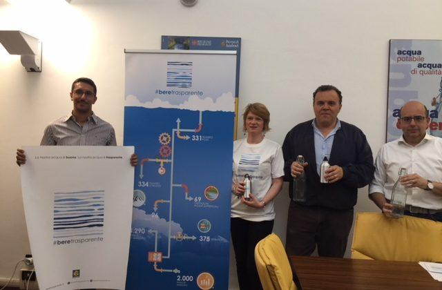 """La campagna #beretrasparente per l'uso consapevole della """"nostra acqua"""""""