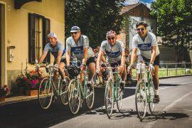 Bici d'epoca e clima di festa per celebrare il ciclismo epico