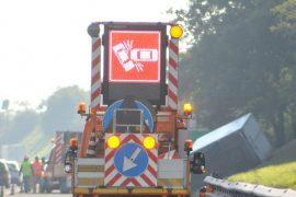 Auto si rovescia dopo scontro a Cassine: traffico rallentato