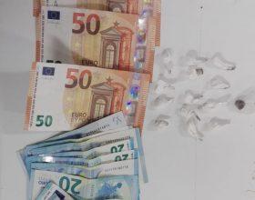 Volanti bloccano spacciatore con cocaina e 450 euro in contanti