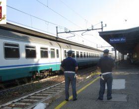 Alla stazione di Tortona multe agli abusivi sui treni fermi di notte