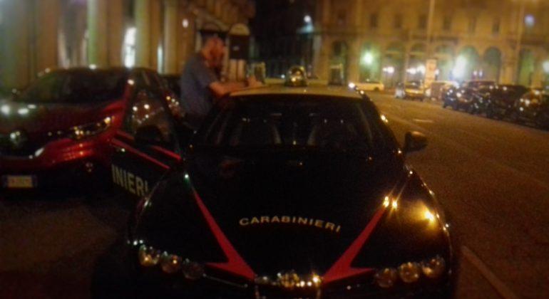 Uomo ferito al collo in piazza Garibaldi