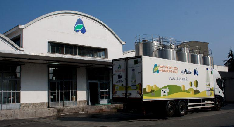 Centrale del latte di Alessandria e Asti: latte piemontese dalla stalla al consumatore