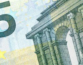 Euro 5 photo by didier weemaels on unsplash