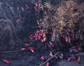Decine di estintori abbandonati dietro al Cimitero di Alessandria