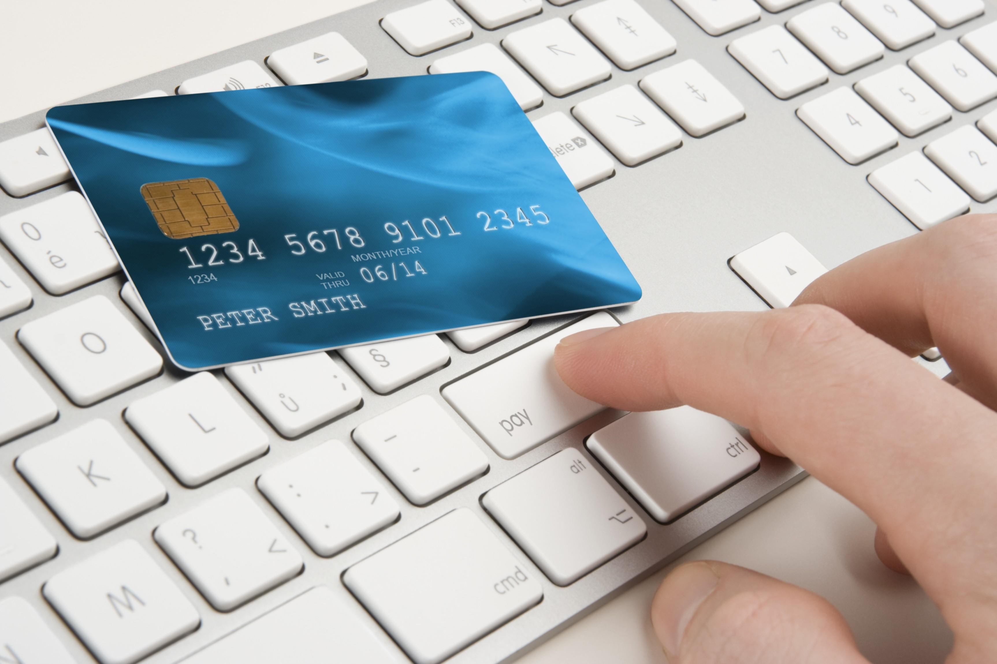 Lo/la scammer può chiedere un versamento su un conto bancario.