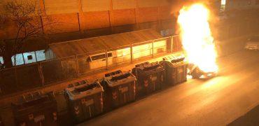 Cassonetto bruciato in via Oberdan