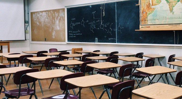 Primo caso di covid a scuola: A Novi classe in quarantena