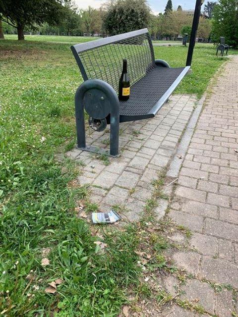 Parco Carrà panchina distrutta