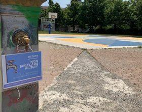 Fontanella e cartello parco Carrà