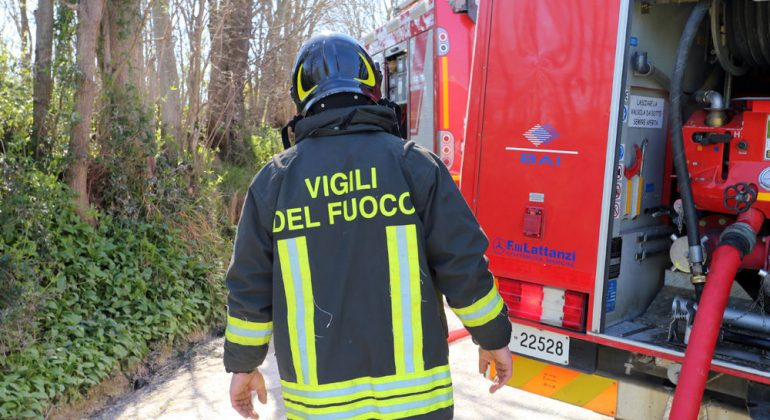 Due mezzi incendiati ad Acqui e Casale: notte di lavoro per i Vigili del Fuoco