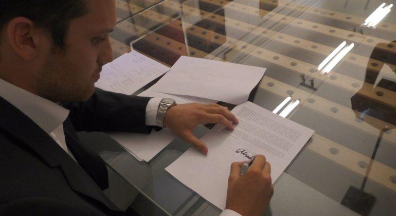 Alessandro Deangelis firma