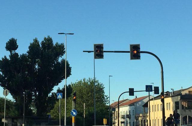 """Da giorni """"lampeggiante"""" il semaforo sul ponte Meier"""