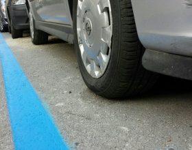 parcheggio strisce blu