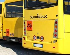 """Polemica sui bus a pagamento per i bimbi della Galilei """"sfrattati"""": l'assessore risponde alla minoranza"""